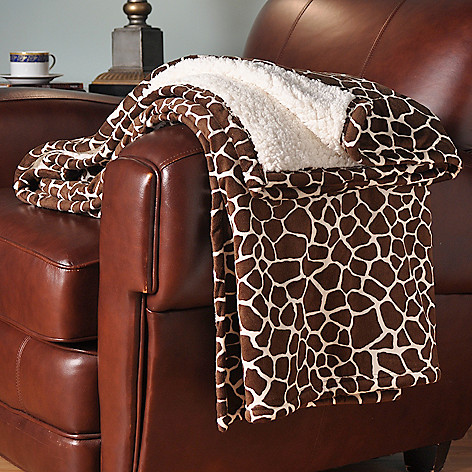 401-073 - Cozelle® Micro Plush 70'' x 60'' Reversible Oversized Throw