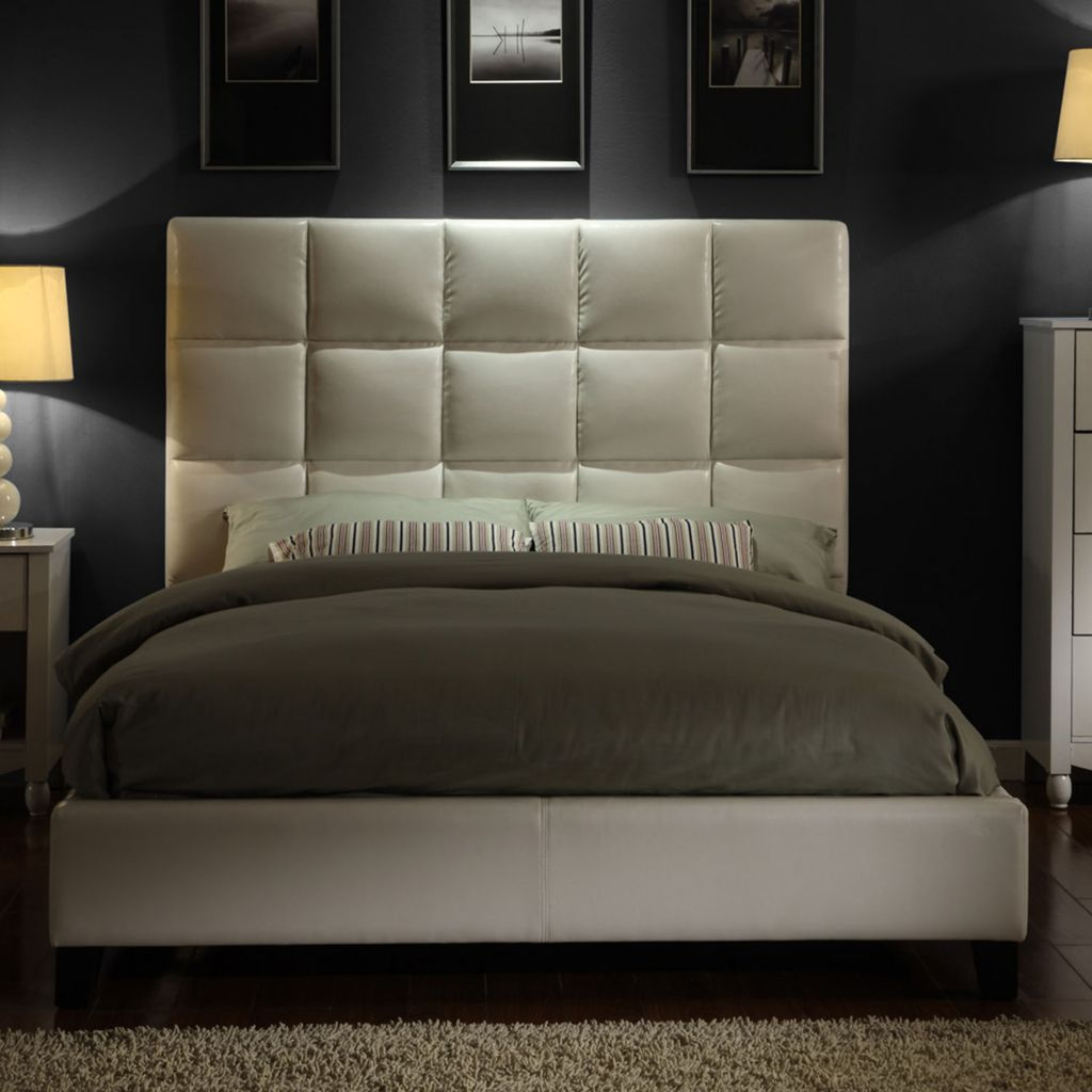 419-053 - White Faux Leather Tufted King Size Bed