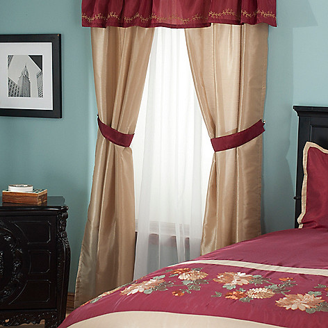 431-359 - North Shore Linens™ ''Mums'' Four-Piece Window Set
