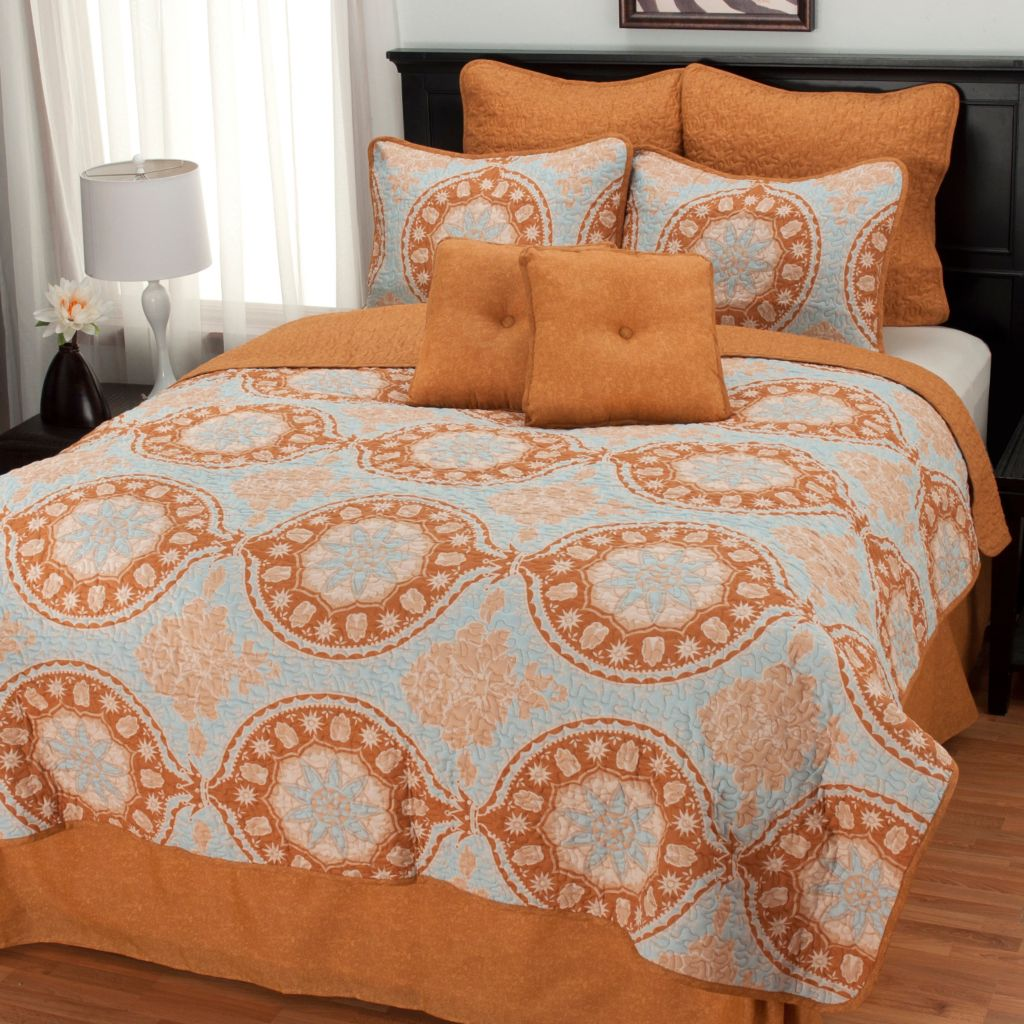437-625 - North Shore Linens™ Eight-Piece Medallion Quilt Set