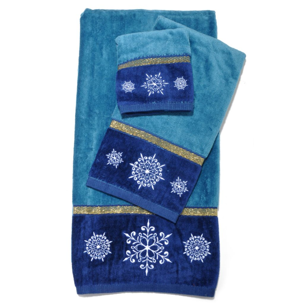 437-841 - North Shore Linens™ Three-Piece Holiday Towel Set