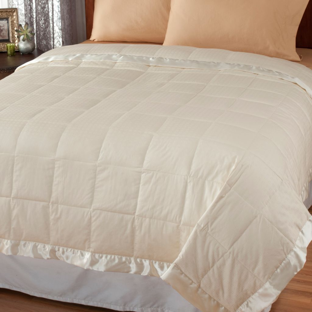 439-512 - Cozelle® 300TC Cotton Swiss Dot Down Blanket