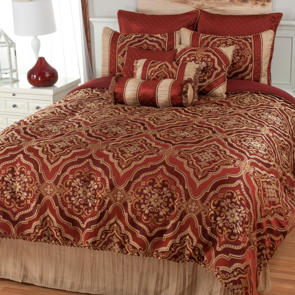 441-448 - North Shore Linens™ Medallion Jacquard 10-Piece Bedding Ensemble