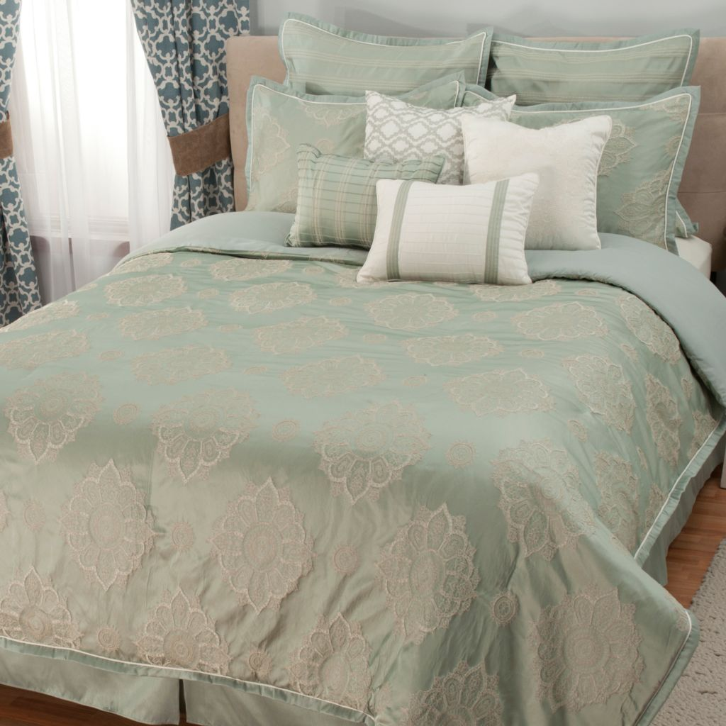 441-452 - North Shore Linens™ Floral Medallion Jacquard 10-Piece Bedding Ensemble