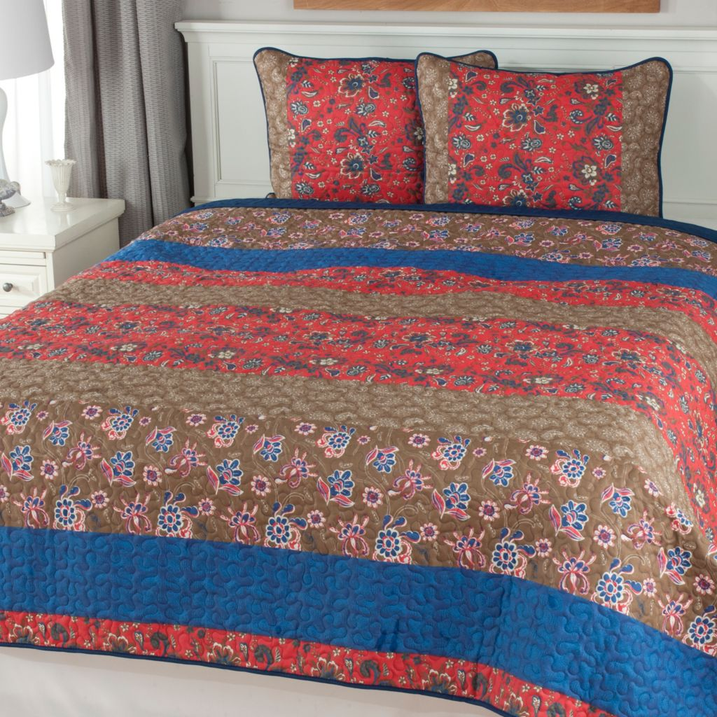 441-469 - North Shore Linens™ Floral Panel Three-Piece Quilt Set