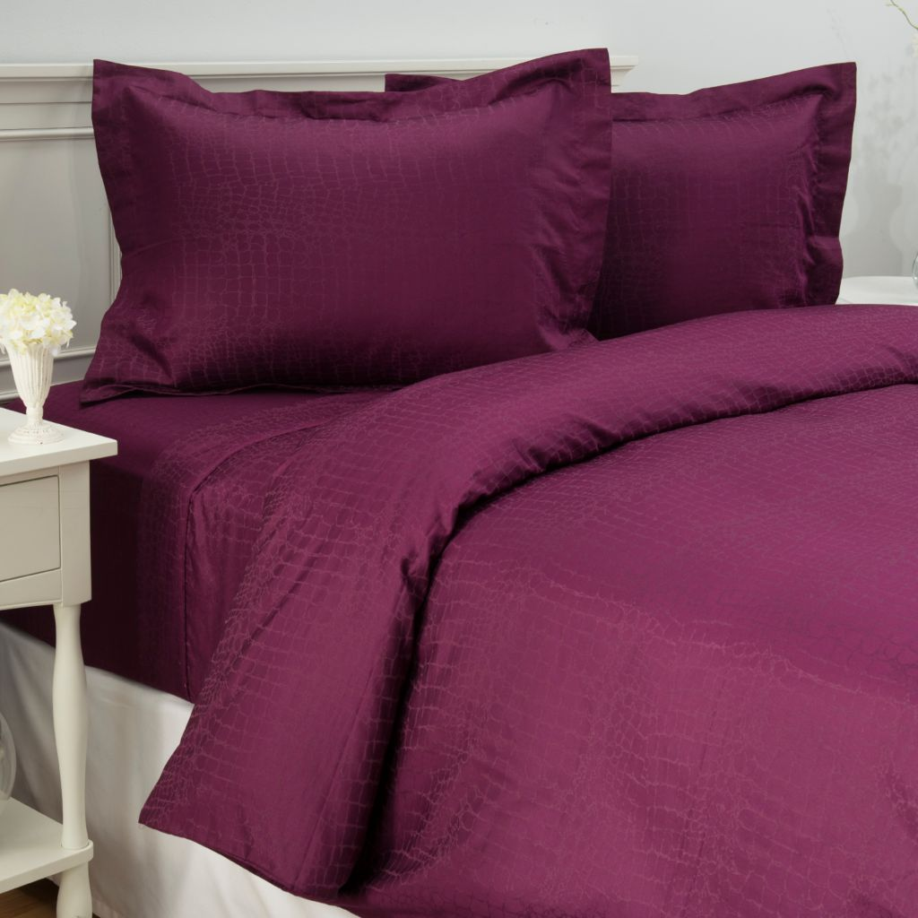 442-701 - Cozelle® 400TC Easy Care Cotton/Poly Blend Reptile Jacquard Three-Piece Duvet Set