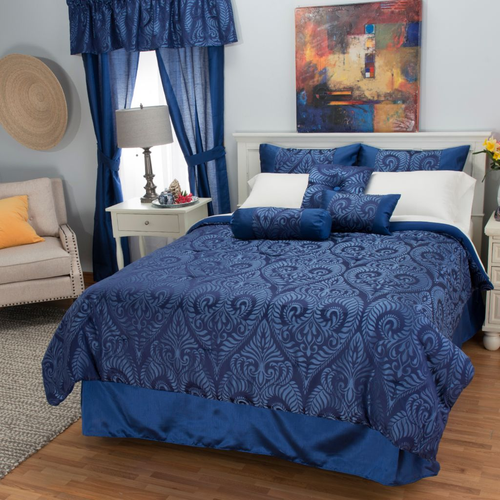 444-342 - North Shore Linens™ Medallion Jacquard 21-Piece Bedding Ensemble