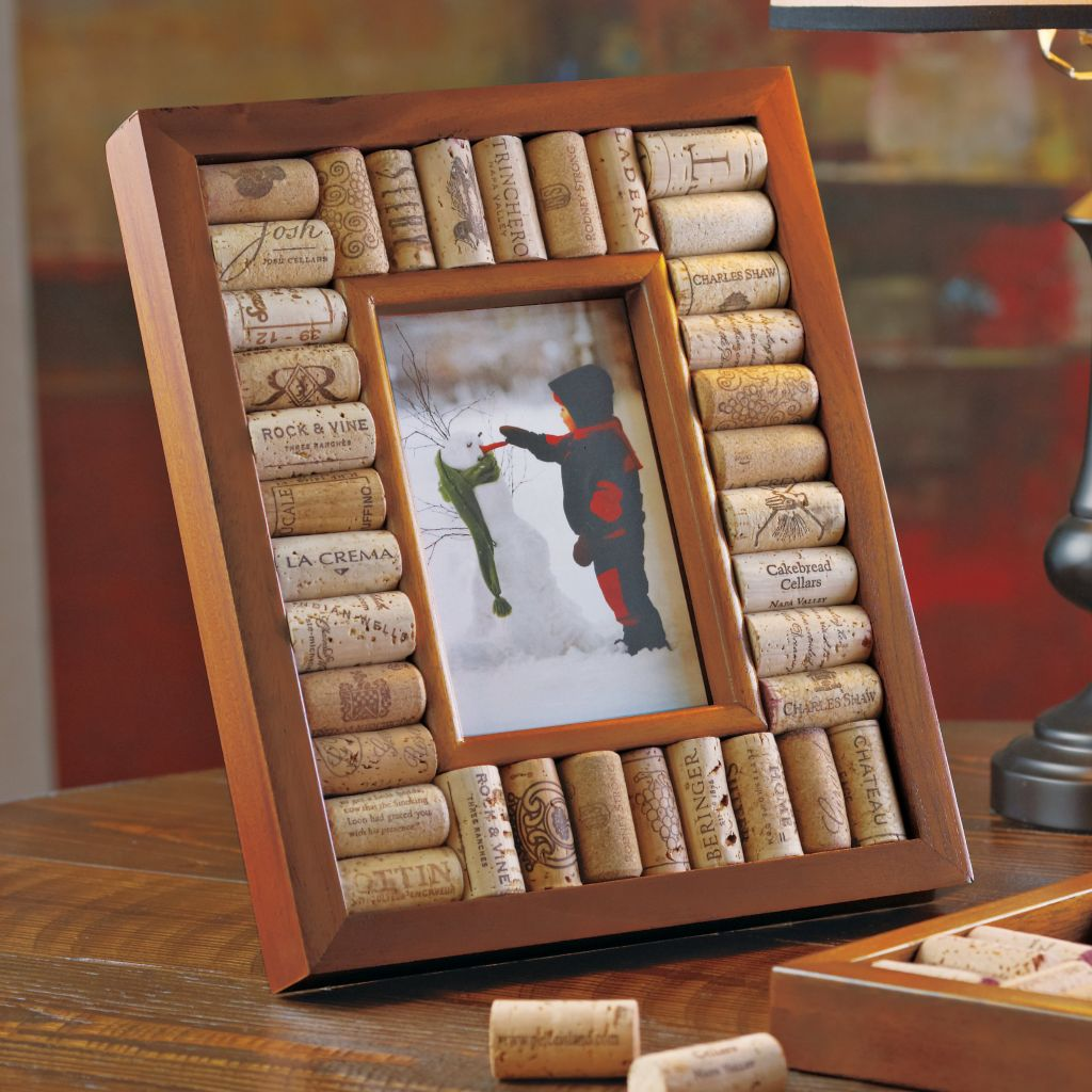 "446-069 - Wine Enthusiast 4"" x 6"" or 5"" x 7"" Wood & Wine Cork Picture Frame"