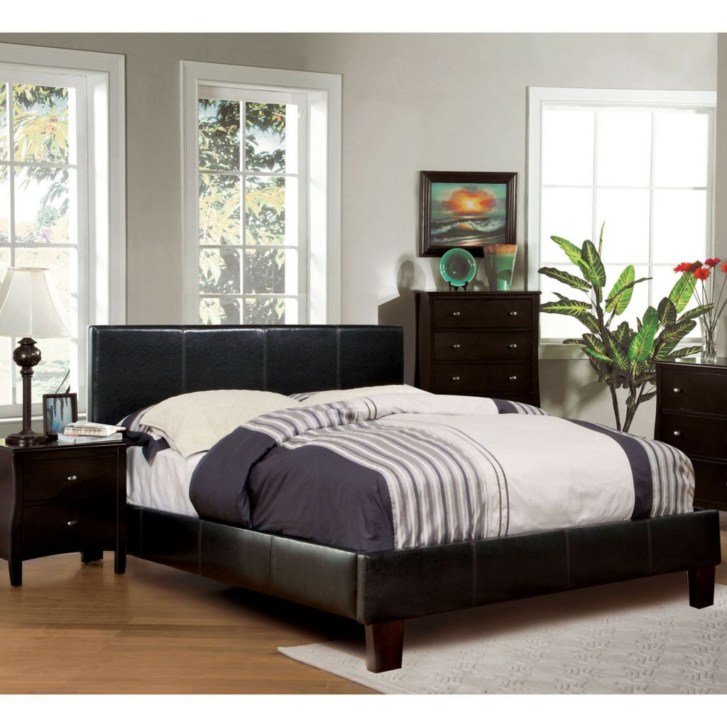 450-112 - Furniture of America™ Modern Leatherette Platform Bed