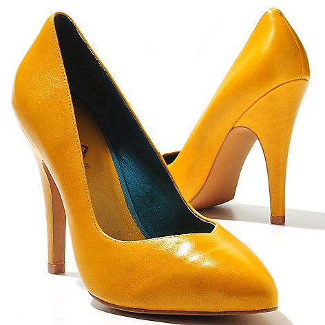 710-637 - MIA ''Seduce'' Pointed Toe Pumps