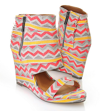 712-820 - Michael Antonio® Canvas ''Cedric'' Zigzag Aztec Print Wedge Sandals
