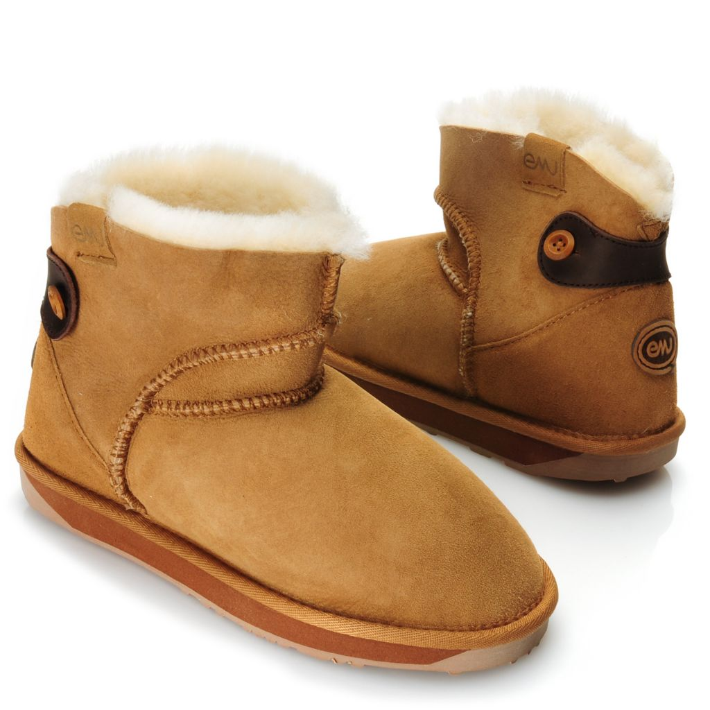 715-341 - EMU® Sheepskin Rear Scallop Button & Belt Detailed Ankle Boots