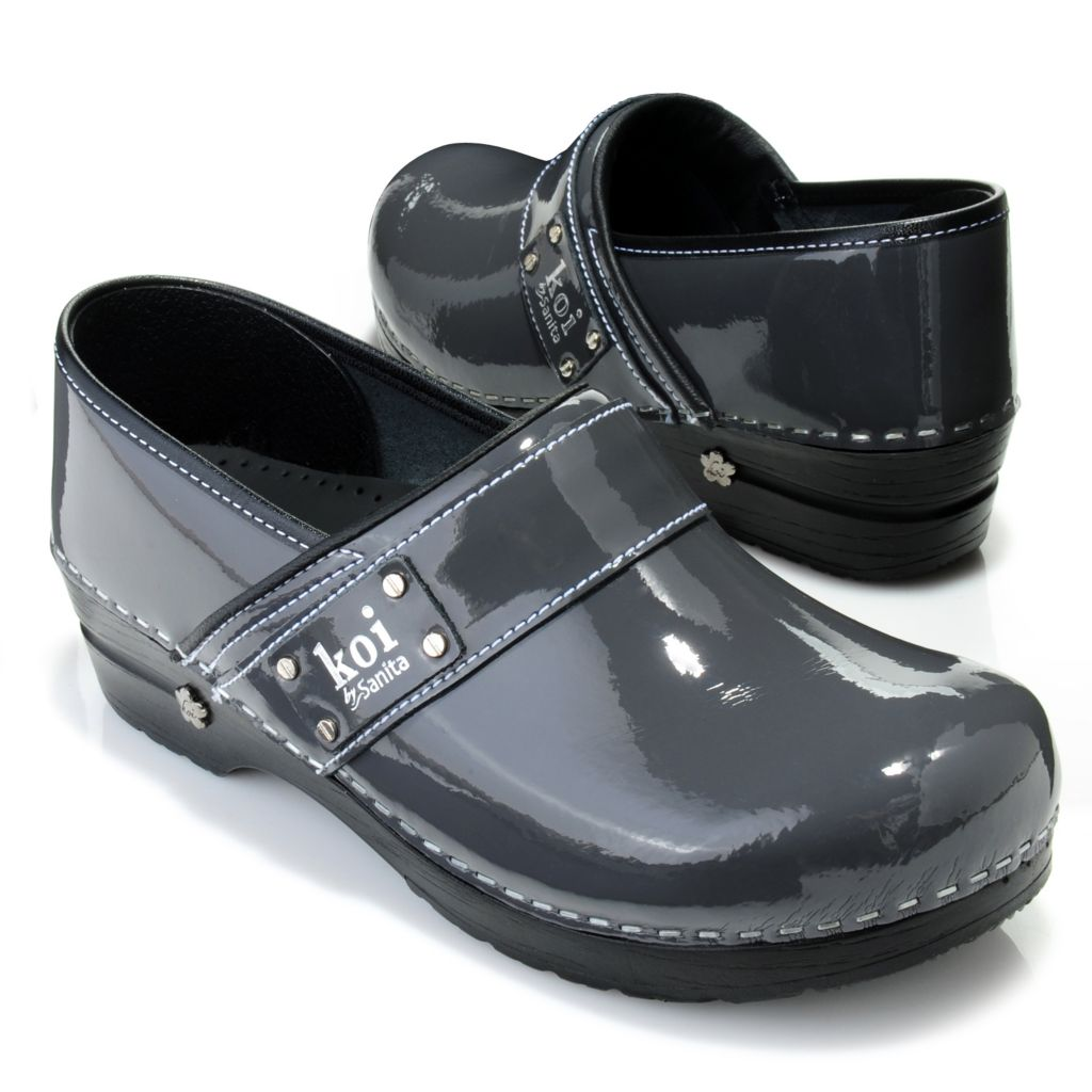 716-662 - Sanita Patent Leather Strap Detailed Slip-on Clogs