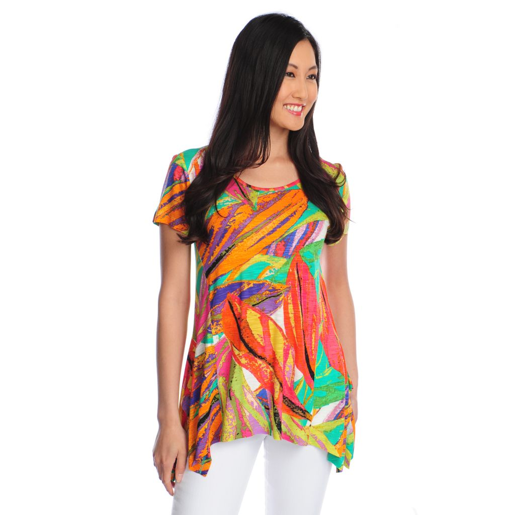 717-305 - Love, Carson by Carson Kressley Printed Slub Knit Short Sleeved Uneven Hem Top