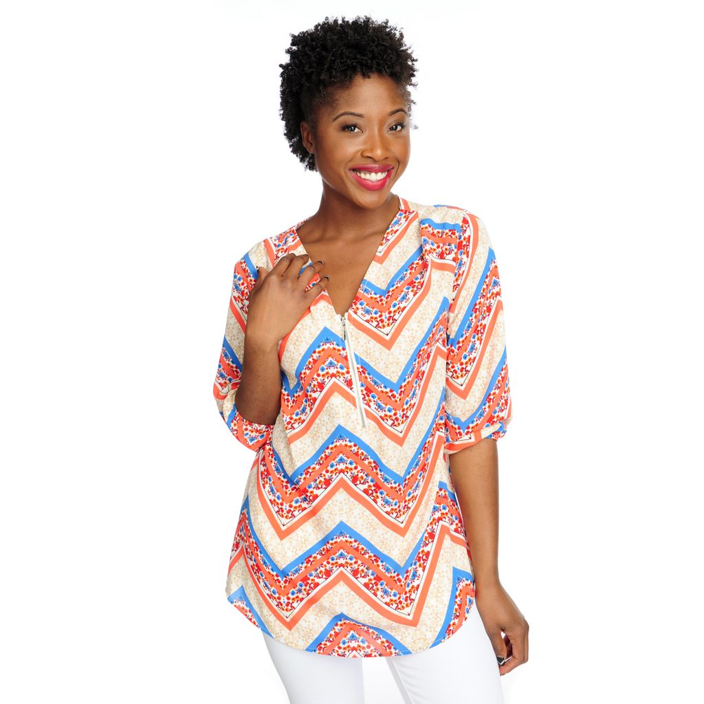 717-393 - Kate & Mallory Printed Woven 3/4 Sleeved Half-Zip Front V-Neck Tunic