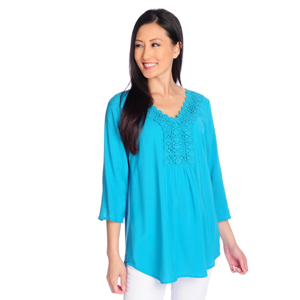717-521 - OSO Casuals Woven 3/4 Sleeved Lace Detailed V-Neck Top