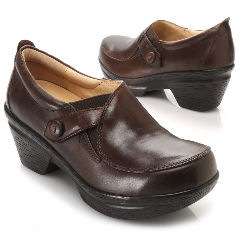 717-926 - Sanita Smooth Leather Button Detailed Slip-on Clogs