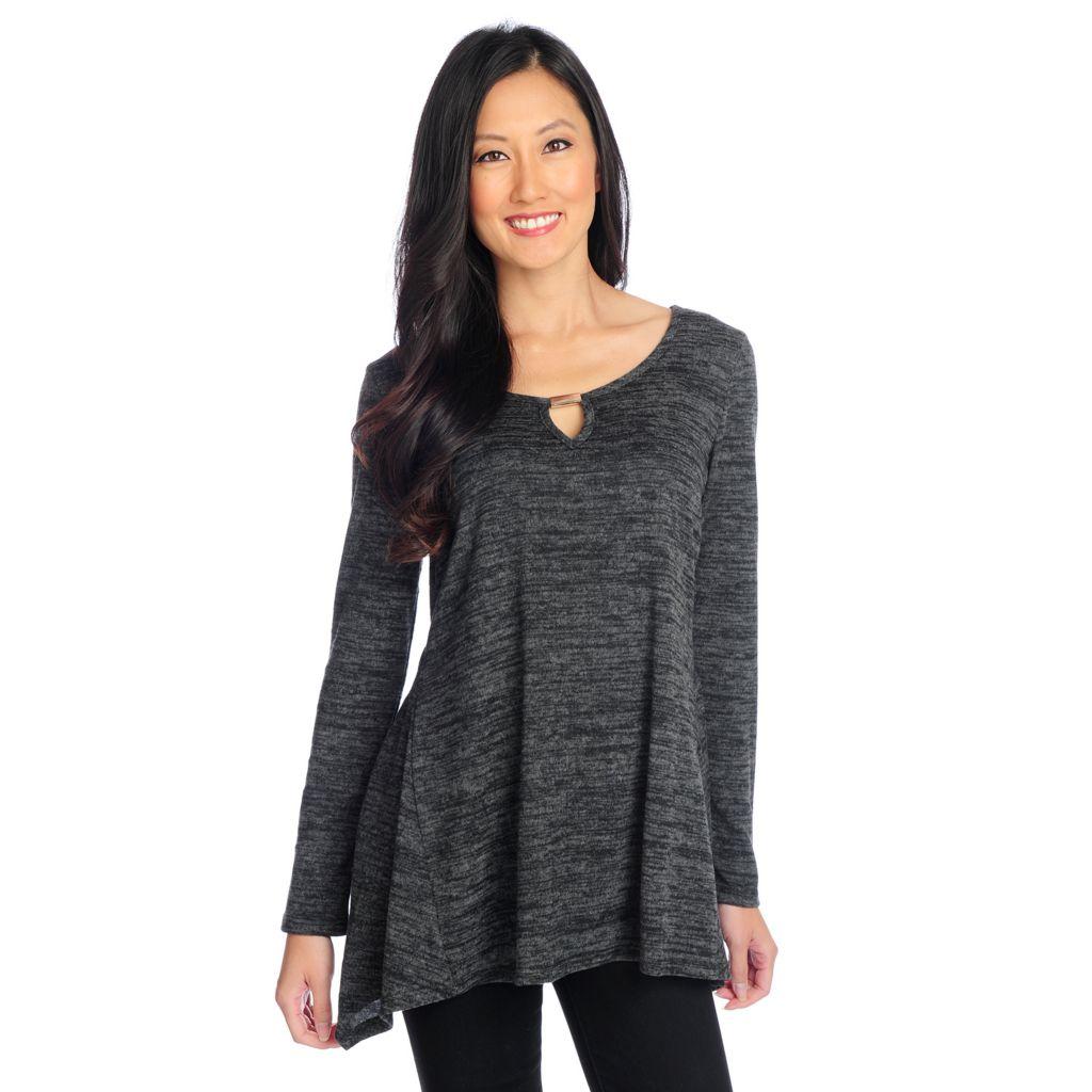 720-136 - aDRESSing WOMAN Sweater Knit Long Sleeved Keyhole Neck Sharkbite Top