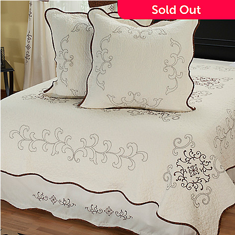 402-079 - North Shore™ Collectible Quilts ''Gloria'' Euro Sham Pair & Bed Skirt Set