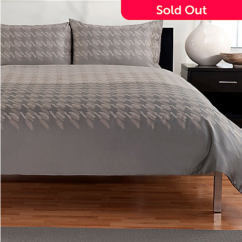430-518 - Macy's Hotel Collection® ''Houndstooth'' 400TC Three-Piece Duvet Set