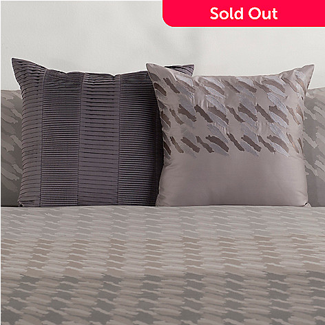 430-522 - Macy's Hotel Collection ''Houndstooth'' Two-Piece Accent Pillow Set