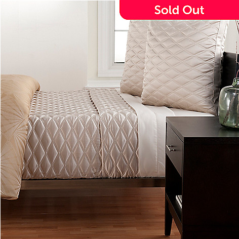 430-646 - Macy's Hotel Collection ''Radiance'' Three-Piece Coverlet Set