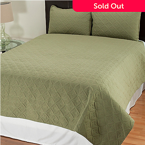431-491 - Cozelle® ''Pinwheel'' Quilted Three-Piece Coverlet Set