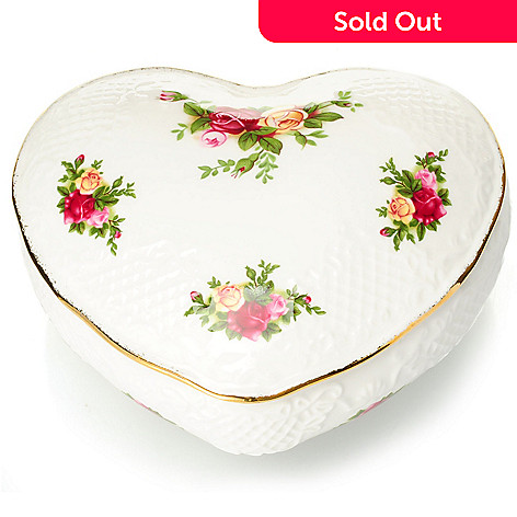 432-567 - Royal Albert Old Country Roses Bone China 5'' Victorian Heart Box
