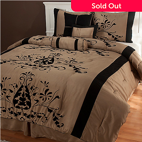 435-461 - North Shore Linens™ ''Helena'' Seven-Piece Bedding Ensemble