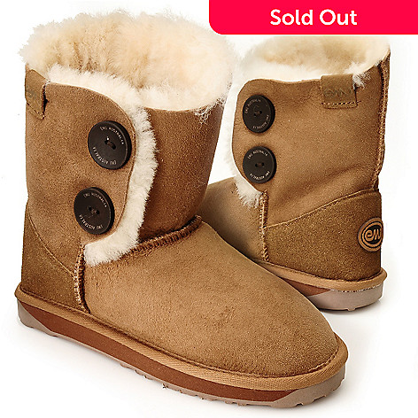 711-945 - EMU Sheepskin ''Valery'' Button Detailed Short Boots